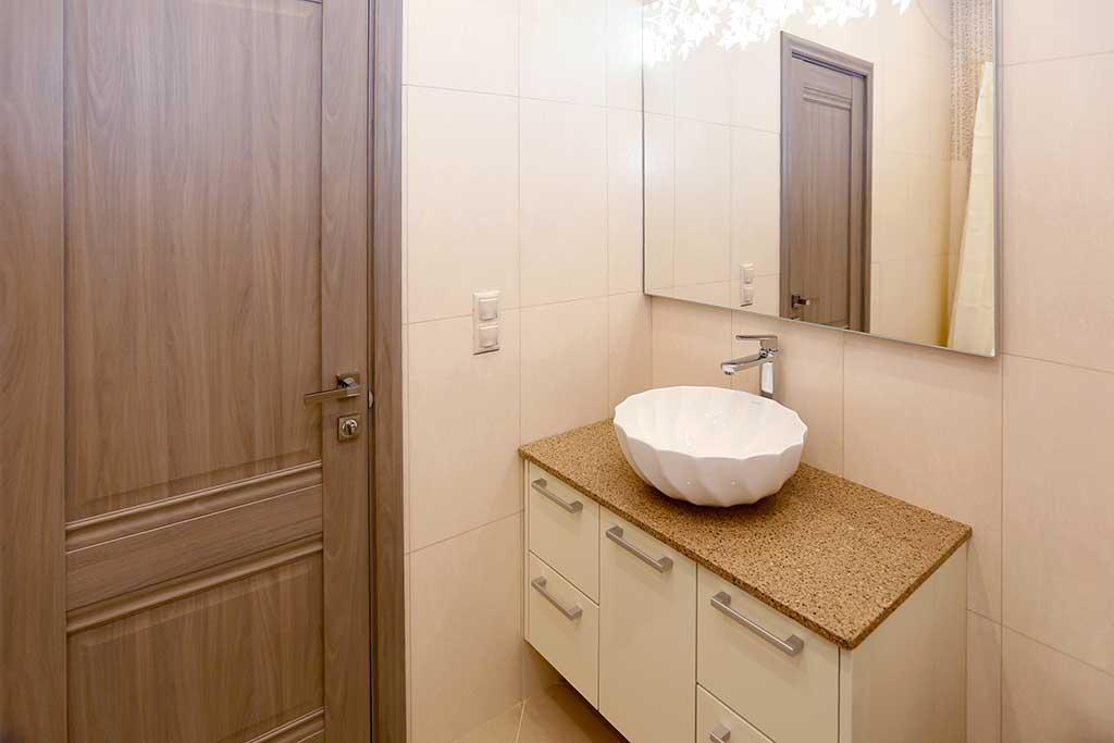 Тумба для ванной комнаты с глянцевыми фасадами